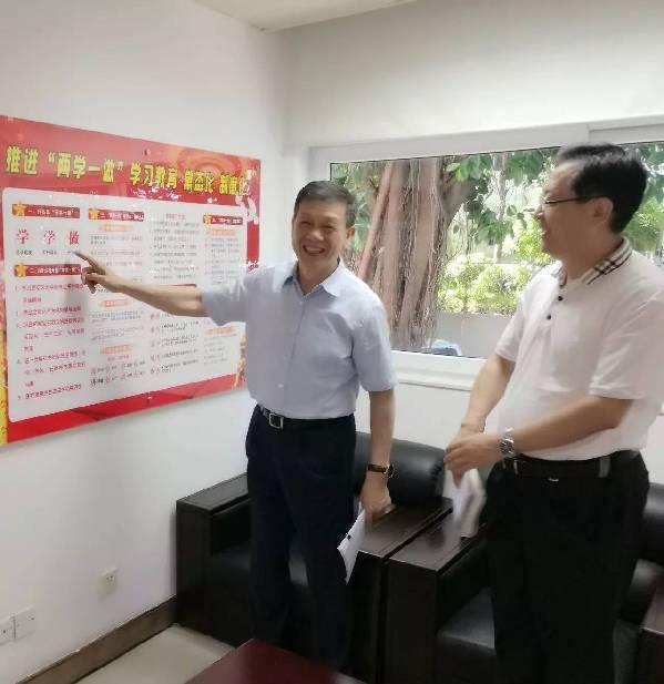 机关党委委员崔闽融,杨耕,李振河,潘家栋,朱惠星,庄志勇参加会议并谈