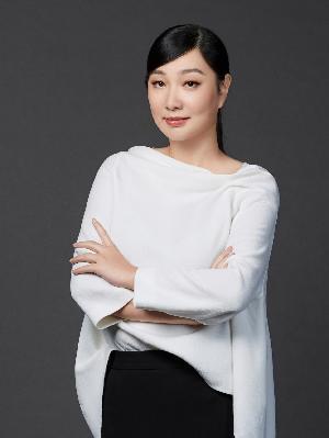 同时兼任中国服装设计师协会理事和品牌委员会委员,中国服装协会理事